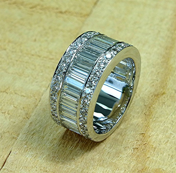 4.03 carat round and baguette diamond ring