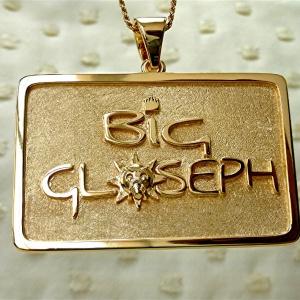 Logo pendant