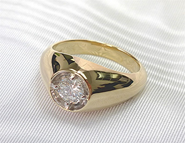 Traditional single stone mens ring