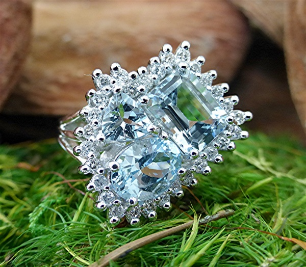 Aquamarine cluster diamond ring