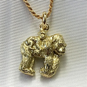 18k gorilla and baby charm
