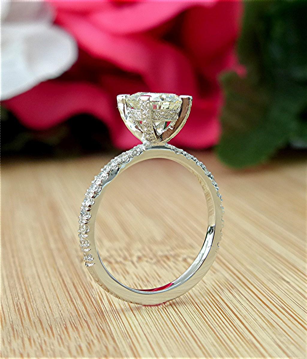 Diamond engagement ring with Diamond head basket