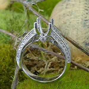 Diamond engagement ring semi mount