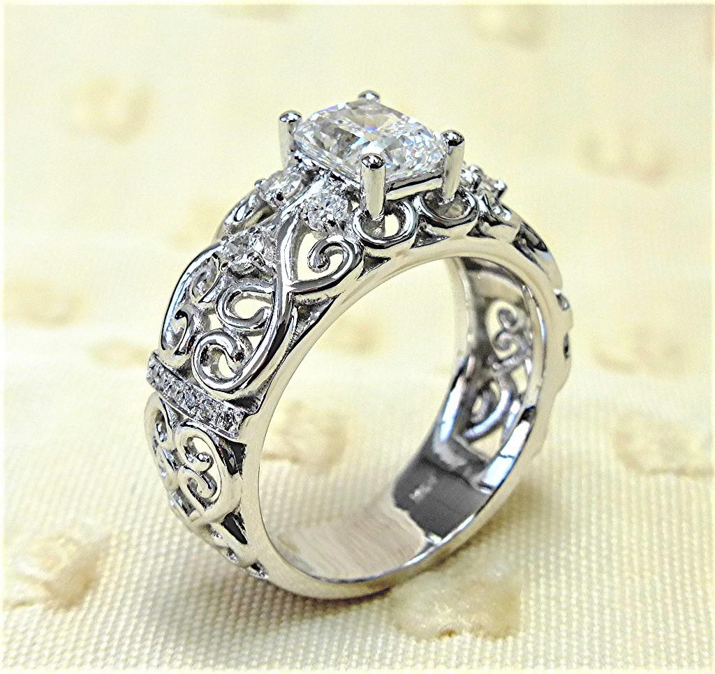 Filigree design diamond engagement ring