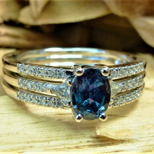Diamond and alexandrite engagement ring