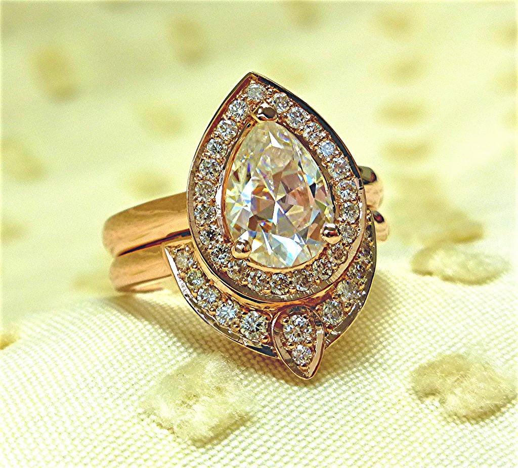Pear shapes diamond engagement set