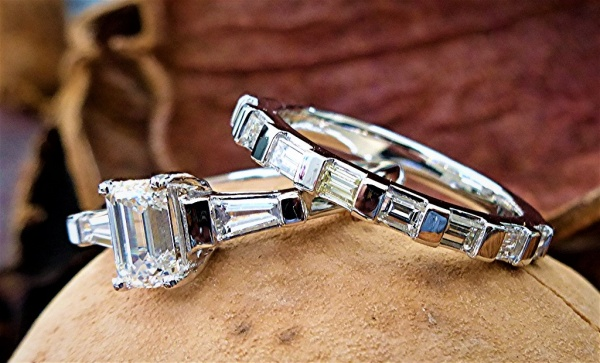 Three stone engagement ring and band set